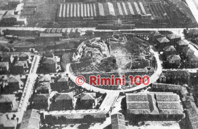 L'area di via Roma come appariva all'epoca e in alto a sinistra il campo del DLF